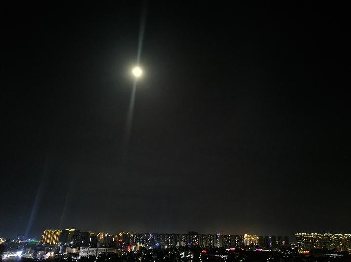 十五的月亮.png
